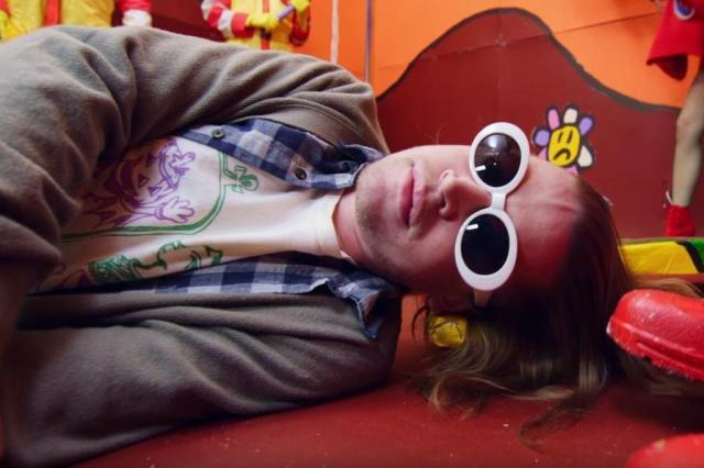 macaulay-culkin-kurt-cobain-father-john-misty-video