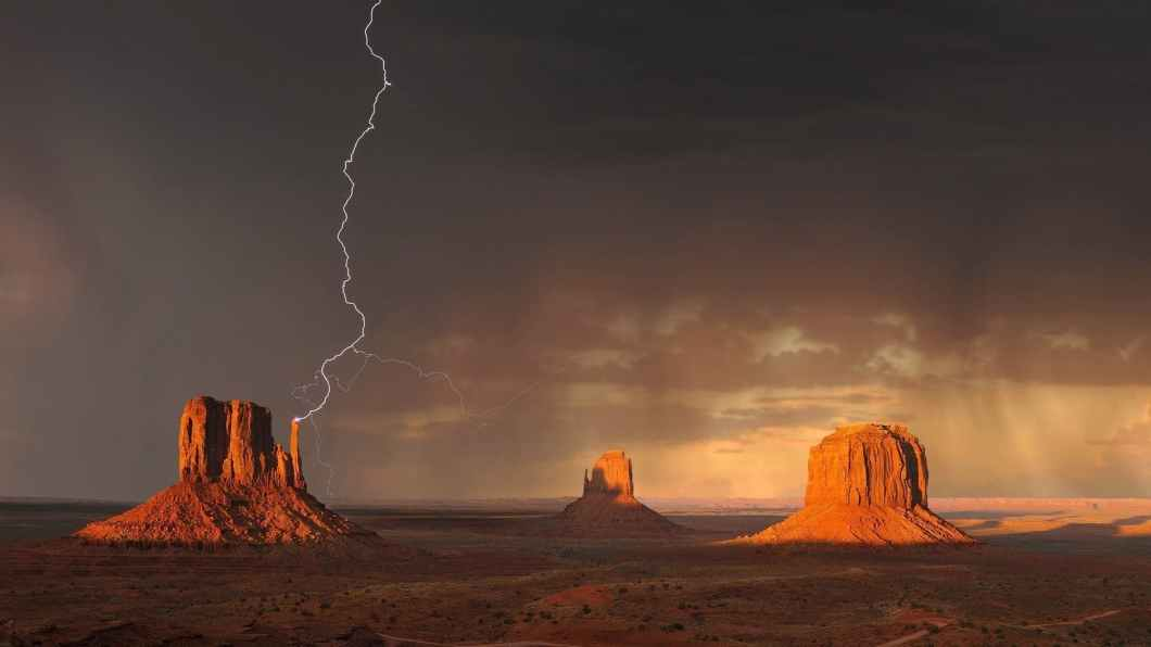 monument-valley-lightning-storm-rain-144244.jpg